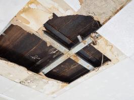 Beskadiget loft